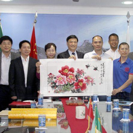 A delegação de Xiamen assina um acordo com a Câmara de Comércio de Desenvolvimento Internacional Brasil-China