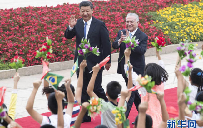 Xi Jinping conversa com presidente do Brasil