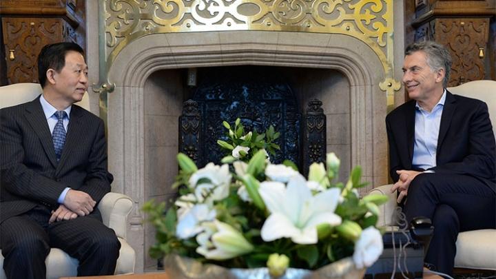 Ministro das Finanças chinês se reúne com presidente da Argentina