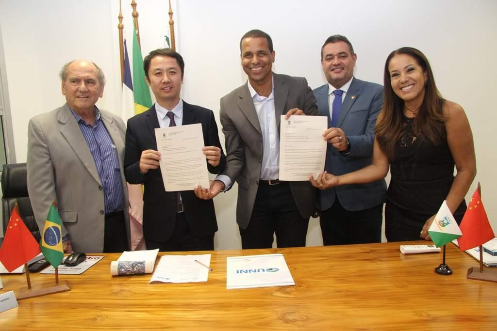 Empresário chinês visita Cariacica e cidades podem fechar parceria